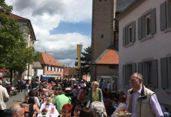 Faithful from MBS enjoy an outdoor celebration with the people of Geinsheim after the dedication of the plaza.