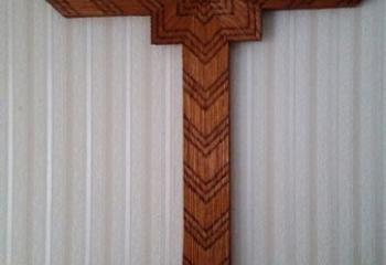 A smaller cross constructed by Msgr. Wassel is on display in his family home. (Photo courtesy of Msgr. Edward Zemanik)