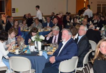 Guests and donors enjoy dinner at the gala.